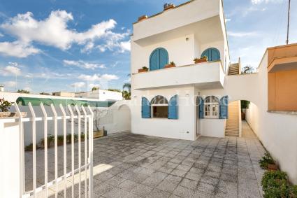 La graziosa casa vacanze in affitto a 90 metri dal mare si trova a pianterreno