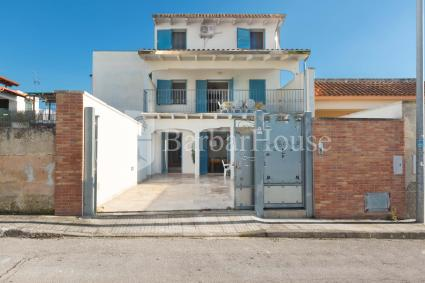 Il residence si trova a 300 metri dalla spiaggetta di Sant`Isidoro