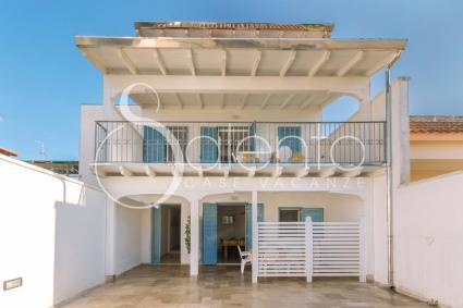 Residence di 3 case vacanze in affitto a Sant`Isidoro, a 300 metri dal mare