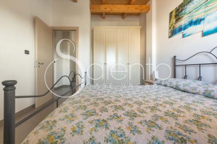 La camera da letto matrimoniale è dotata di aria condizionata e zanzariere