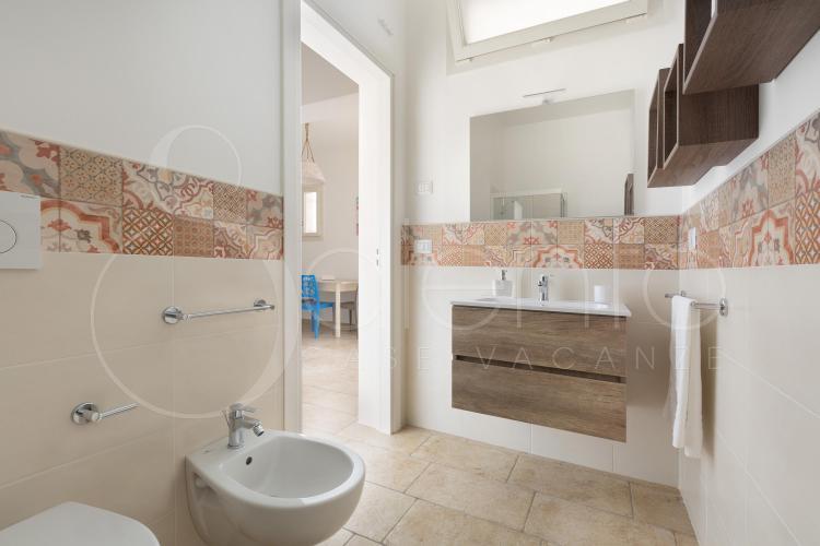 La cucina è dotata di tavolo pranzo e tv