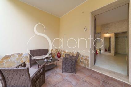 Il Melograno - Quadruple room, the extern area with sofas