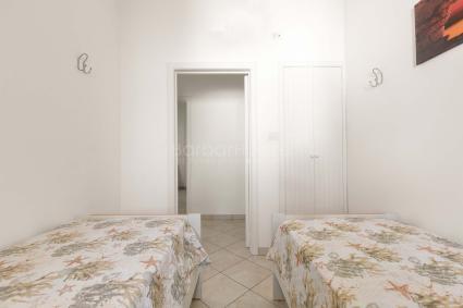 La casa è completata da due bagni doccia
