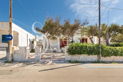 The apartment is in the quiet seaside location of Torre Vado