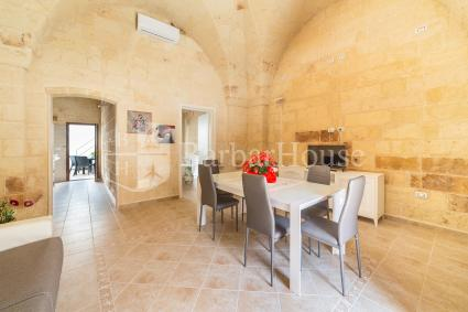 The house is finely renovated and it has star-vaulted ceilings