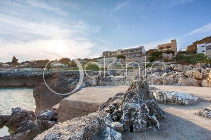 La scogliera accessibile di Castro Marina si trova a due passi dalla casa