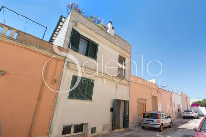 L`appartamento è su due piani: primo piano e mansarda