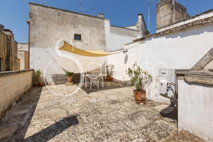 Furnished terrace with view on the old town centre