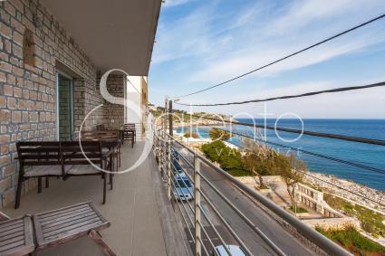 Il balcone sul mare dell`appartamento in affitto per vacanze a Castro