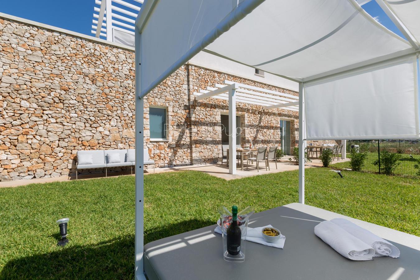 Bellissima veranda esterna per pranzare e cenare all`aperto