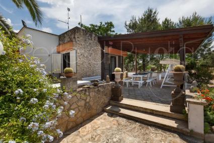 La casa vacanze in affitto nel Basso Salento ha una bella veranda ombreggiata
