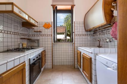 La cucina superaccessoriata è dotata di forno elettrico e lavastoviglie