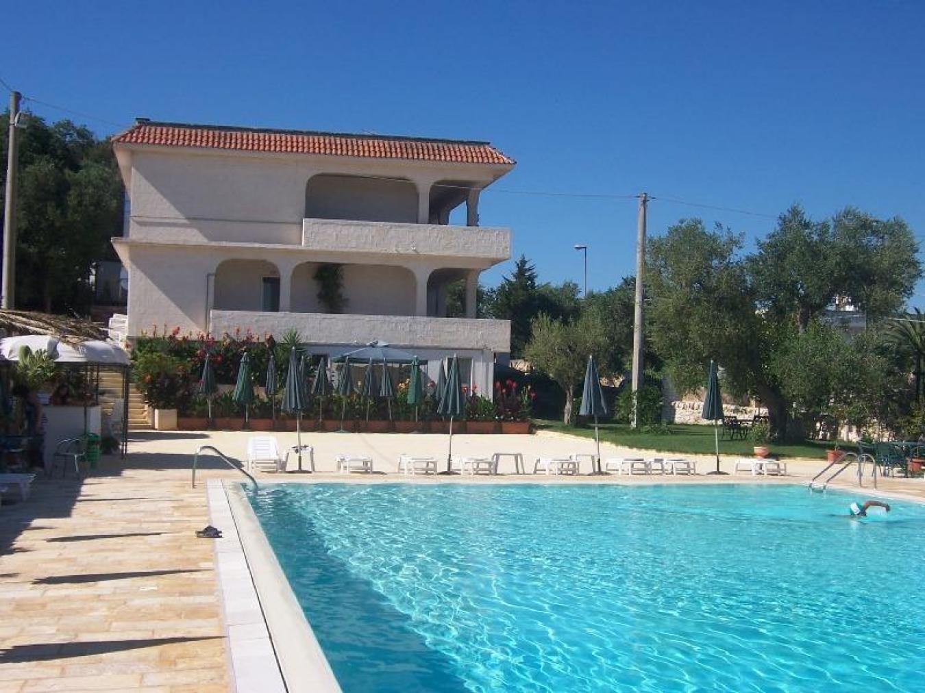 Appartamento in residence con piscina a ostuni residence - Residence marzamemi con piscina ...