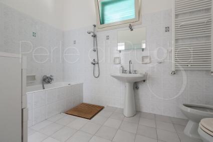 Il secondo bagno con vasca