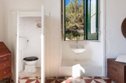 Nella quinta camera è presente un mini wc e un lavabo