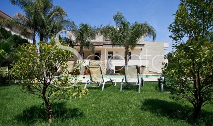 Apartment for vacation in Salento in a villa with pool, solarium and internet