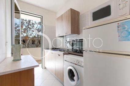 Cucinino con microonde, fornetto elettrico e lavatrice